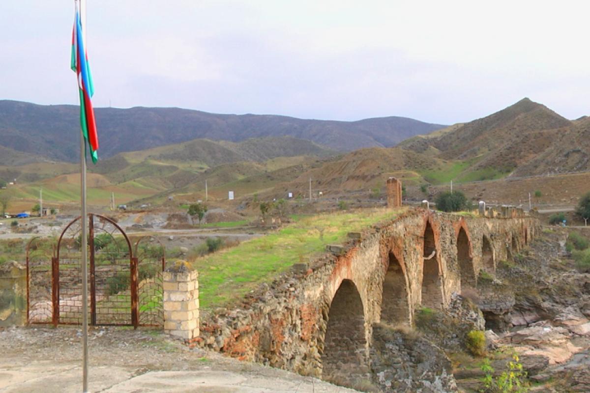 """""""Beşinci gün gəlsəydiniz...""""  – Xudafərin ziyarətgahından reportaj - Fotolar"""