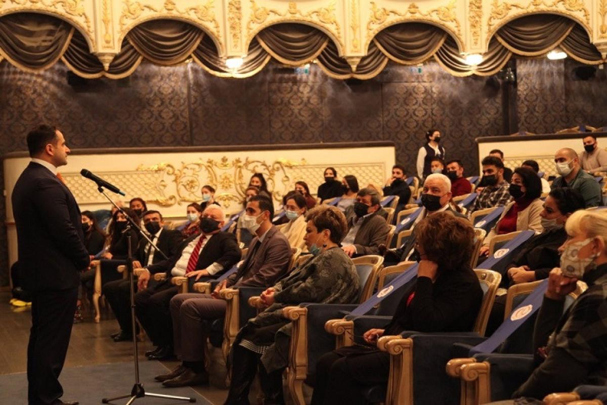 Nazir müavini Musiqili Teatrın kollektivi ilə görüşdü