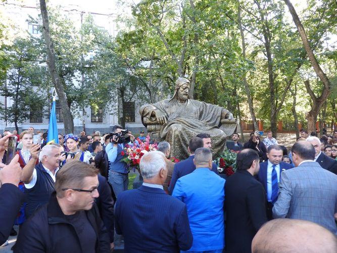 Xarkovda Nizami Gəncəvinin abidəsinin açılış olub - Foto
